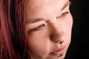 https://cf.ltkcdn.net/tattoos/images/slide/10659-850x565-SP-bridge-piercing.jpg