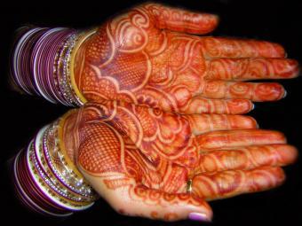 https://cf.ltkcdn.net/tattoos/images/slide/10692-800x600-Mehendi-hands.jpg