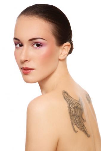 https://cf.ltkcdn.net/tattoos/images/slide/141227-566x848r1-angel-wings-upper-back.jpg