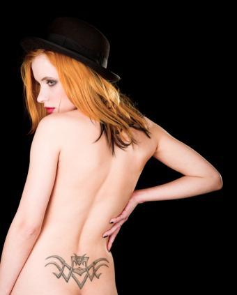 https://cf.ltkcdn.net/tattoos/images/slide/141355-621x773r1-lower-tribal-tat.jpg