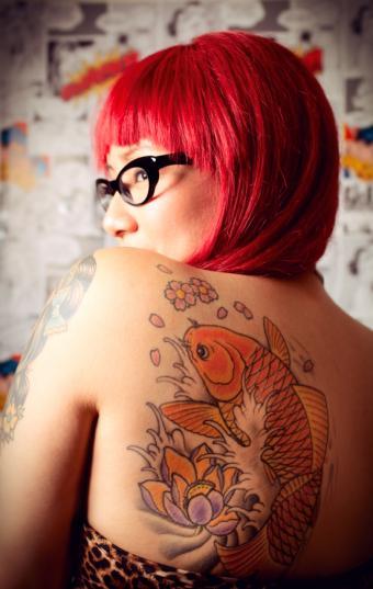 https://cf.ltkcdn.net/tattoos/images/slide/141359-538x850r1-koifish-back-tatoo.jpg
