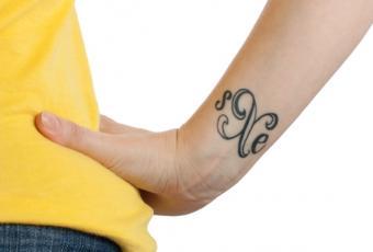 https://cf.ltkcdn.net/tattoos/images/slide/155483-566x383-straight-edge.jpg