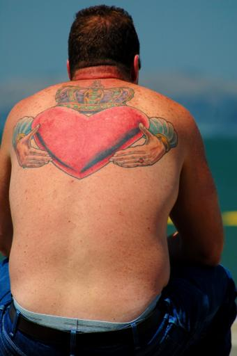 https://cf.ltkcdn.net/tattoos/images/slide/155565-565x850r1-upper-heart.jpg