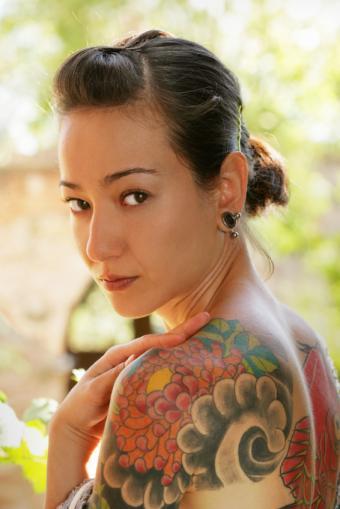 https://cf.ltkcdn.net/tattoos/images/slide/155962-566x848-multi-shoulder.jpg