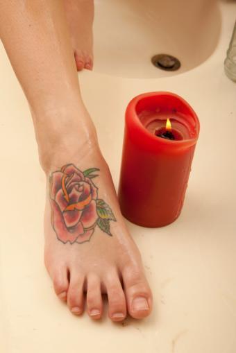 https://cf.ltkcdn.net/tattoos/images/slide/155965-566x848-single-bloom.jpg