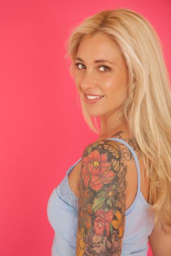 https://cf.ltkcdn.net/tattoos/images/slide/155971-566x848r1-floral-sleeve.jpg