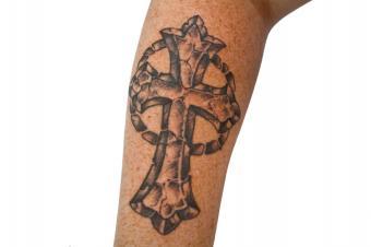 https://cf.ltkcdn.net/tattoos/images/slide/156266-849x565r1-cross.jpg