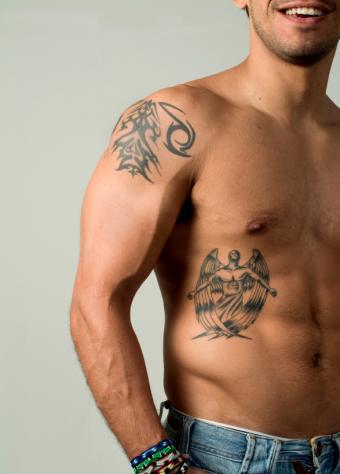 https://cf.ltkcdn.net/tattoos/images/slide/156567-587x818r1-male-angel.jpg