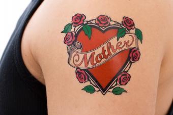 https://cf.ltkcdn.net/tattoos/images/slide/158355-849x565r1-Mother-heart-tat.jpg