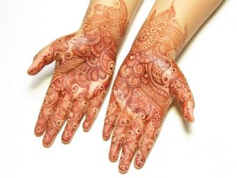 Intricate bridal tattoo done in red-brown henna; © Ethnica   Dreamstime.com
