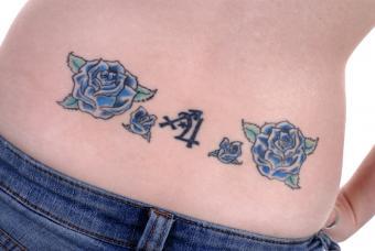 https://cf.ltkcdn.net/tattoos/images/slide/178474-800x536-roses-lower-back-tattoo.jpg