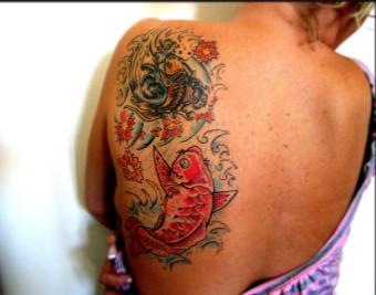 https://cf.ltkcdn.net/tattoos/images/slide/180943-850x668-2-koi-symbolism.jpg