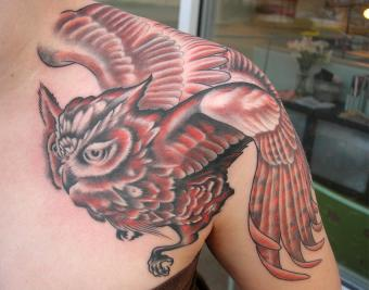 https://cf.ltkcdn.net/tattoos/images/slide/182394-850x668-tyler-adams-red-owl-tattoo.jpg
