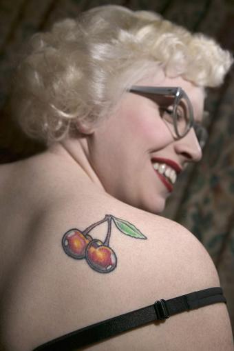 https://cf.ltkcdn.net/tattoos/images/slide/183497-566x848-Cherry-Tattoo-on-Shoulder.jpg