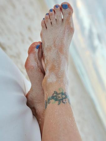 https://cf.ltkcdn.net/tattoos/images/slide/183738-600x800-vine-ankle-tattoo.jpg