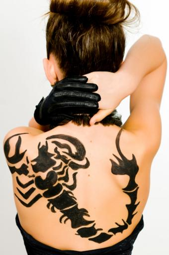https://cf.ltkcdn.net/tattoos/images/slide/189645-565x850-bold-scorpion.jpg