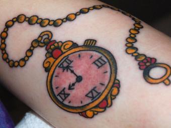 https://cf.ltkcdn.net/tattoos/images/slide/208318-850x638-colorful-pocket-watch-tattoo.jpg