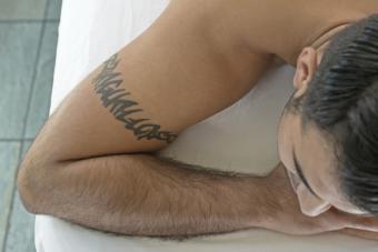 https://cf.ltkcdn.net/tattoos/images/slide/214864-850x567-hotstonetherapy.jpg