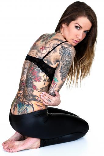 https://cf.ltkcdn.net/tattoos/images/slide/217879-567x850-isolatedtattooedwoman.jpg
