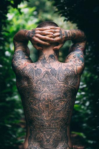 https://cf.ltkcdn.net/tattoos/images/slide/217882-567x850-intricatetattoo.jpg
