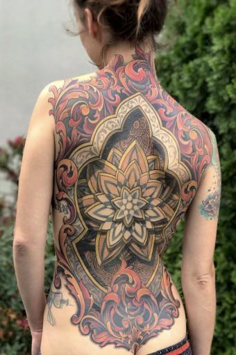 https://cf.ltkcdn.net/tattoos/images/slide/217884-567x850-beautifulbackpiece.JPG