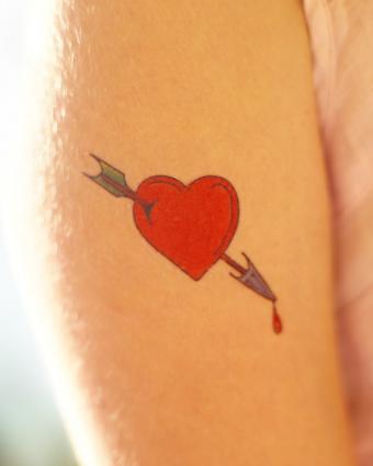 https://cf.ltkcdn.net/tattoos/images/slide/218059-680x850-heart-tattoo.jpg