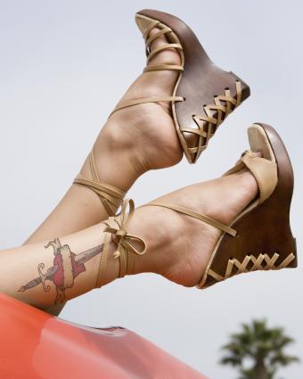 https://cf.ltkcdn.net/tattoos/images/slide/218060-680x850-summerlegs.jpg