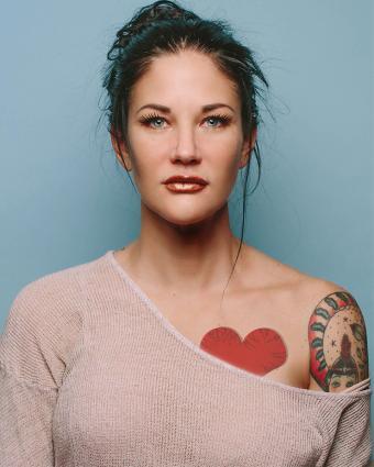 https://cf.ltkcdn.net/tattoos/images/slide/218067-680x850-brunettetattoo_heart.jpg