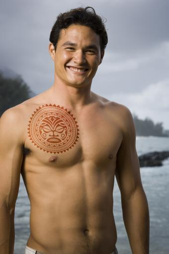 https://cf.ltkcdn.net/tattoos/images/slide/218259-567x850-polynesiansun.jpg