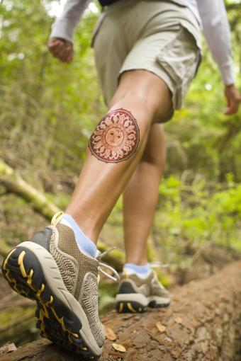 https://cf.ltkcdn.net/tattoos/images/slide/218273-566x850-hikerwithtat.jpg