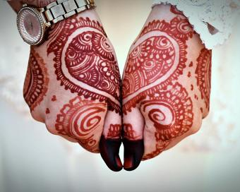 https://cf.ltkcdn.net/tattoos/images/slide/219775-850x680-wedding-henna.jpg