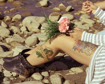 https://cf.ltkcdn.net/tattoos/images/slide/219786-850x680-coupleatriver.jpg