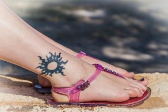 https://cf.ltkcdn.net/tattoos/images/slide/227326-704x469-radiant-sun-tattoo.jpg