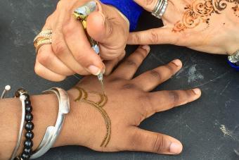 https://cf.ltkcdn.net/tattoos/images/slide/234620-850x567-7-henna.jpg