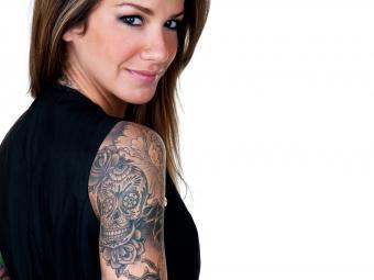 https://cf.ltkcdn.net/tattoos/images/slide/234761-850x638-woman-with-skull-tattoo.jpg
