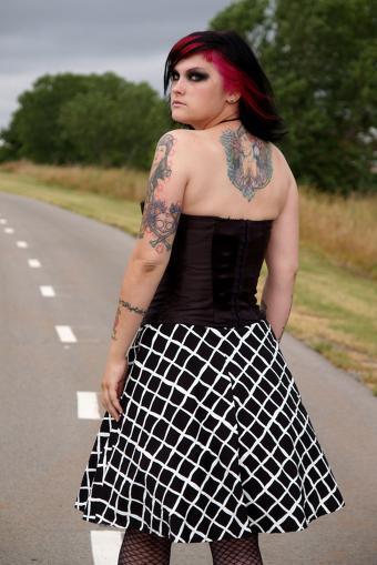 https://cf.ltkcdn.net/tattoos/images/slide/234864-567x850-punk-woman-with-tattoos.jpg
