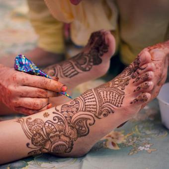 https://cf.ltkcdn.net/tattoos/images/slide/248185-850x850-6-female-ankle-tattoos.jpg