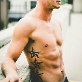 https://cf.ltkcdn.net/tattoos/images/slide/248318-850x850-12-star-tattoo-picture-gallery.jpg