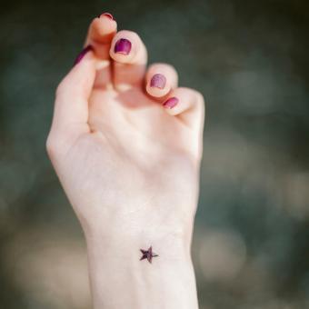 https://cf.ltkcdn.net/tattoos/images/slide/248325-850x850-19-star-tattoo-picture-gallery.jpg