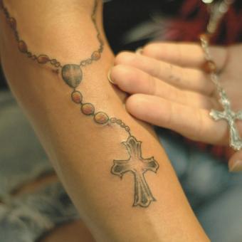 https://cf.ltkcdn.net/tattoos/images/slide/248482-850x850-1-tattoo-drawings-crosses.jpg