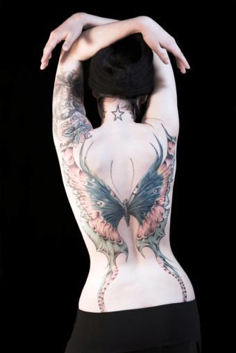 https://cf.ltkcdn.net/tattoos/images/slide/50317-566x848r1-star-tattoo-on-neck.jpg