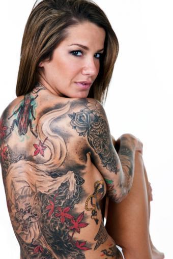 https://cf.ltkcdn.net/tattoos/images/slide/93742-566x848r1-Woman_with_back_tat_mural.jpg