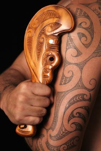 https://cf.ltkcdn.net/tattoos/images/slide/93743-566x848r1-Maori_tat_sleeve.jpg