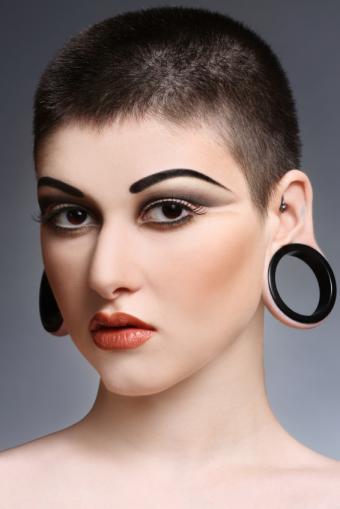 https://cf.ltkcdn.net/tattoos/images/slide/93749-566x848r1-Large_ear_gauge.jpg