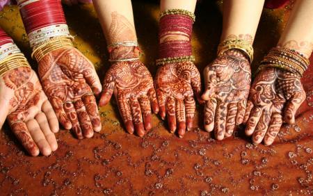 henna hands brides