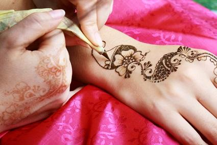 Henna as fake tattoo sleeves