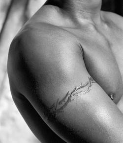 upper arm barbed wire tattoo