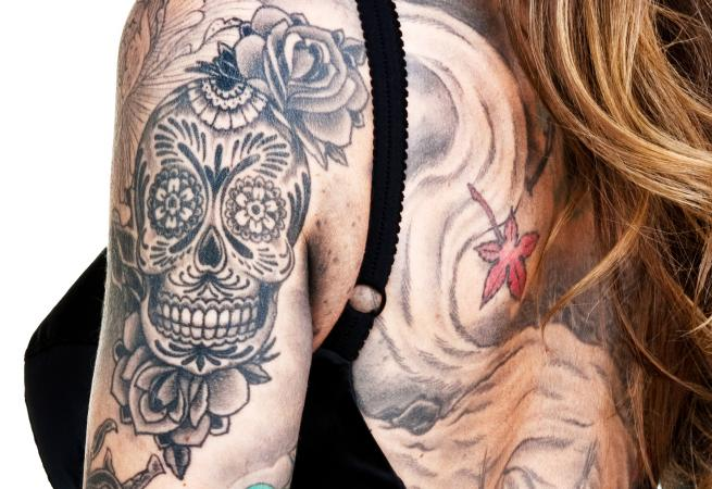 black and grey skull