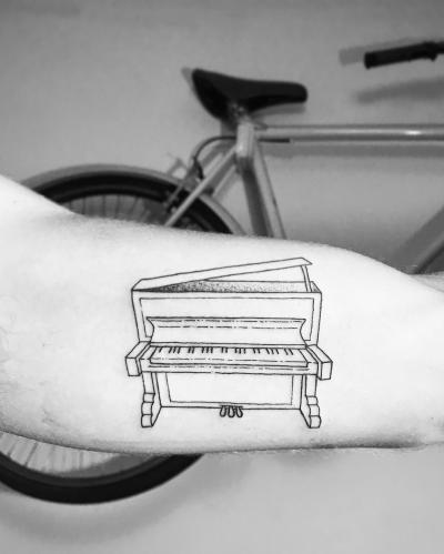 Piano line art tattoo Mariano Abiliar