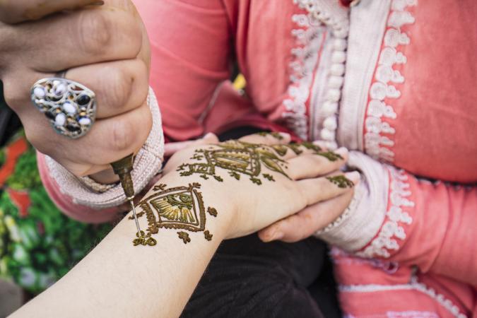 Applying a henna temporary tattoo